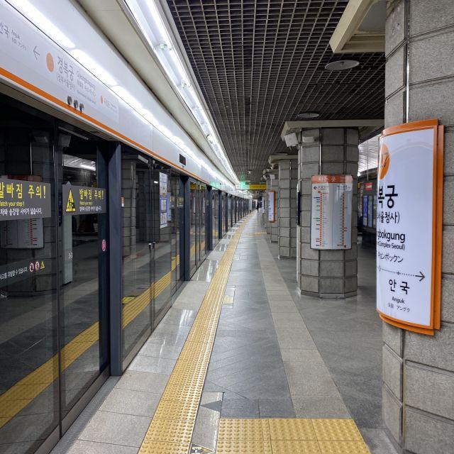 Eine U-Bahnhaltestelle in Seoul.