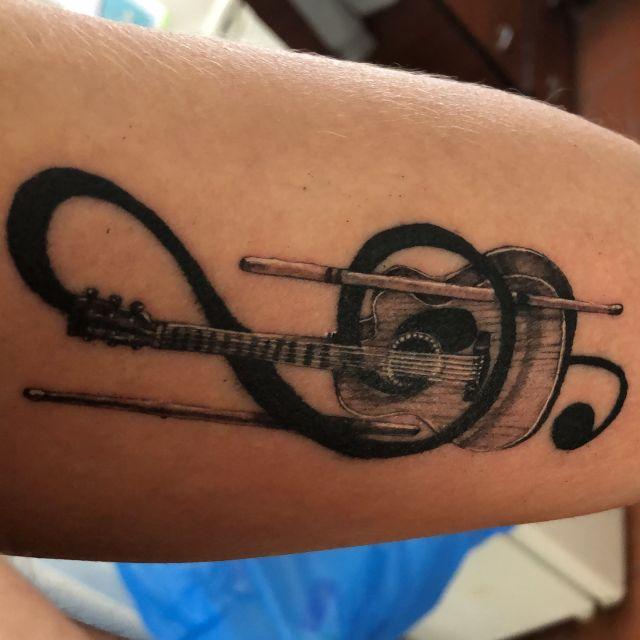 Mein neues Tattoo auf der Innenseite meines linken Oberarms.