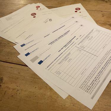 Dokumente auf einem Tisch