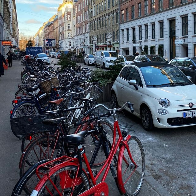 In der Nachbarschaft gibt es viele kleine Straßen mit netten Cafés.