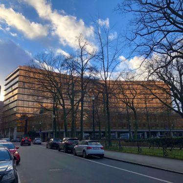 Ta-da! Das Kohl-Gebäude vom Europäischen Parlament, in dem sich theoretisch…