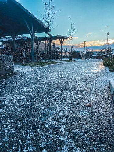 Heute Morgen war der gesamte Radweg vor meinem Wohnheim in #Lund zugefroren.…