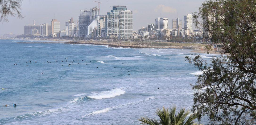 Meer und Skyline von Tel Aviv