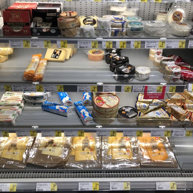 Käse in einem Einkaufsregal