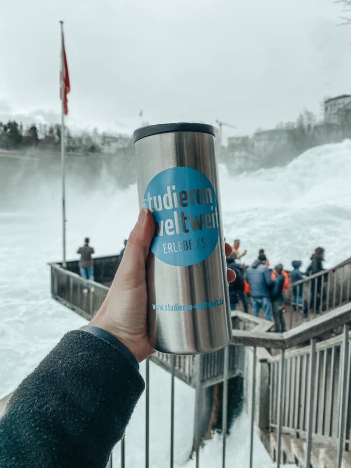 #erlebees #eineflaschereistdurchdieschweiz #etappeeins 📍 Rheinfall, ZH