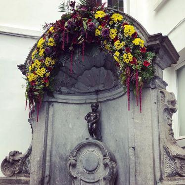 Das Wahrzeichen Brüssels ist eine kleine Brunnenfigur eines pinkelnden Jungen…