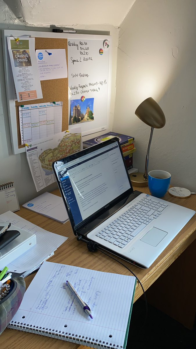 Wo man mich zurzeit am häufigsten findet: am Schreibtisch. Die Abgabe meiner…