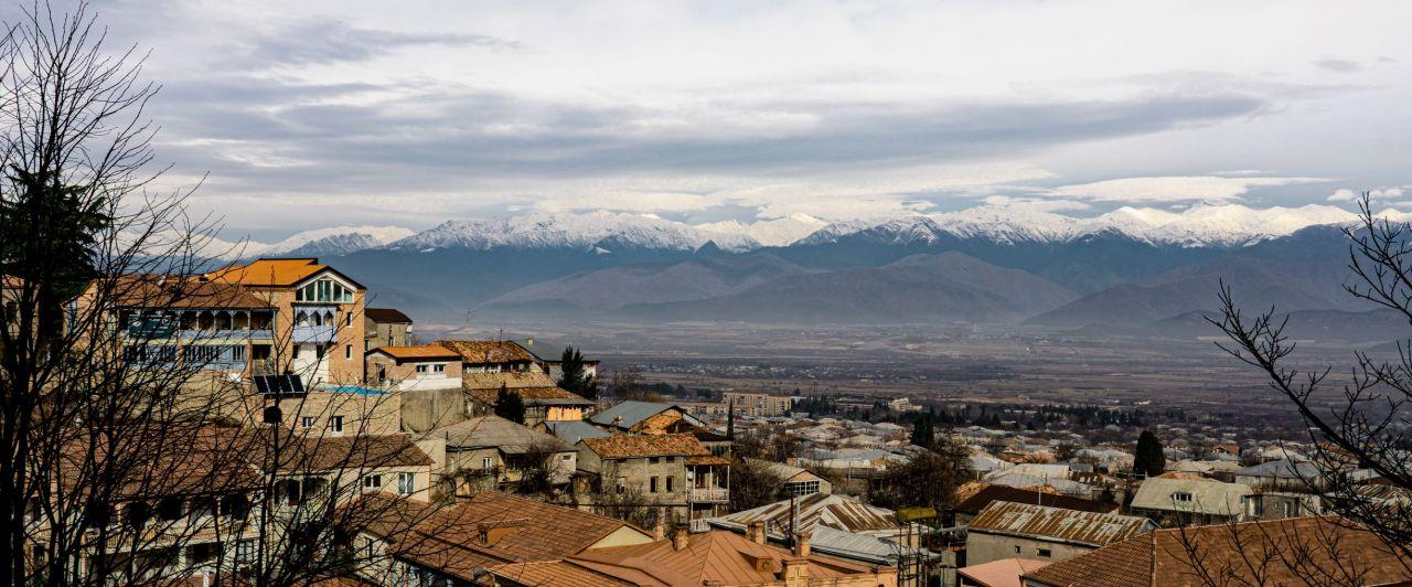 Altstadt Telavi und Caucasus Gebirge