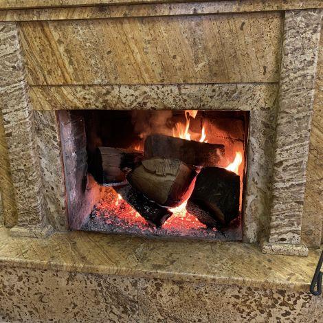 Kamin mit Feuer