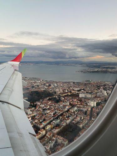 Ausblick aus dem Flieger über Lissabon.