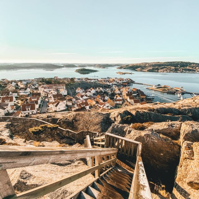 Blick auf Fjällbacka, einen kleinen schwedischen Küstenort