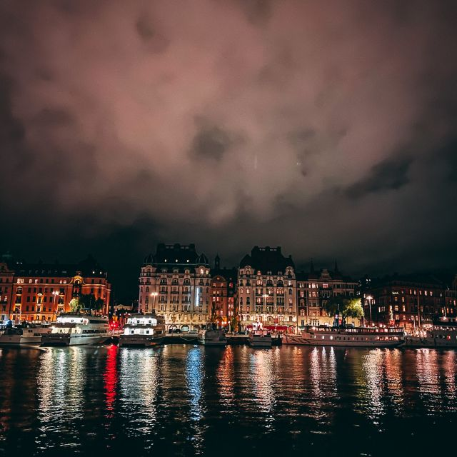 Stockholms Skyline bei Nacht