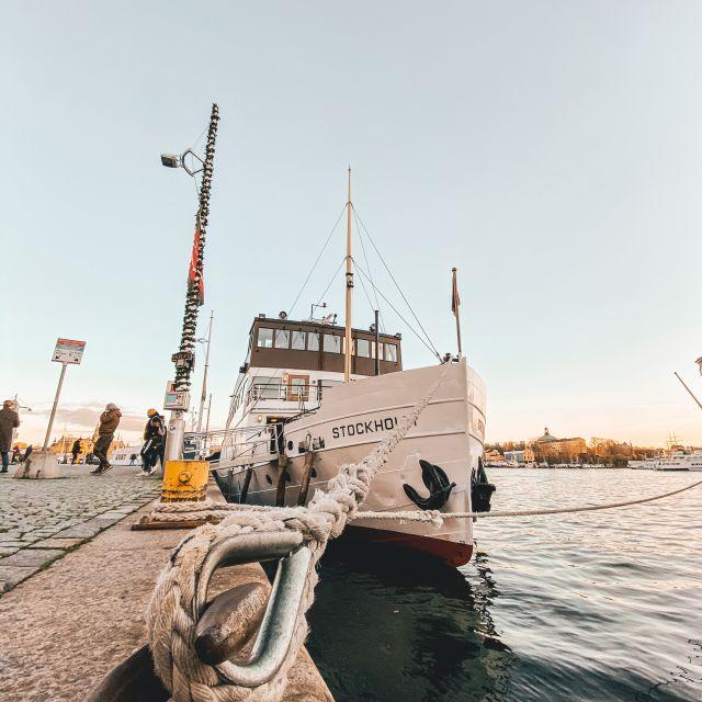 Schiff Stockholm im Hafen der gleichnamigen Stadt.