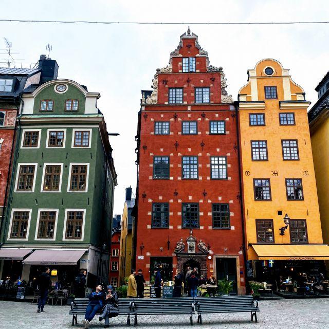 Alte bunte Häuser reicher Kaufleute in der Altstadt von Stockholm