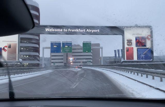 Willkommensschild Frankfurt Flughafen