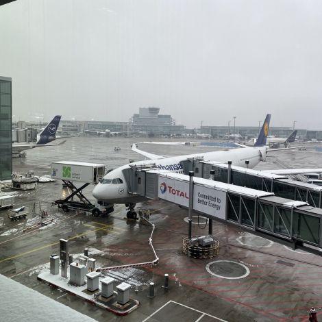 Flugzeug wird zum Boarding vorbereitet