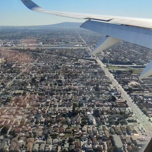 Aussicht auf Los Angeles. Sieht ganz schön kuschelig aus, wie man da wohnt.