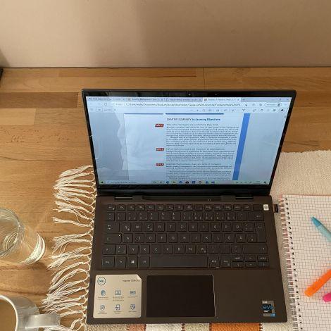 Laptop, Block mit Stiften