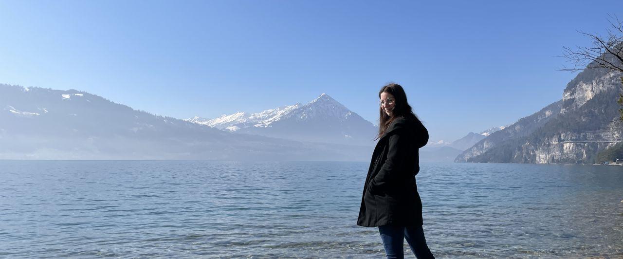 Ich stehe am Ufer des Thunersee