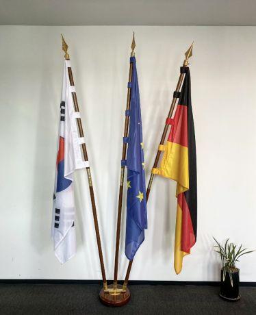 Deutsche, Koreanische, und EU-Flagge