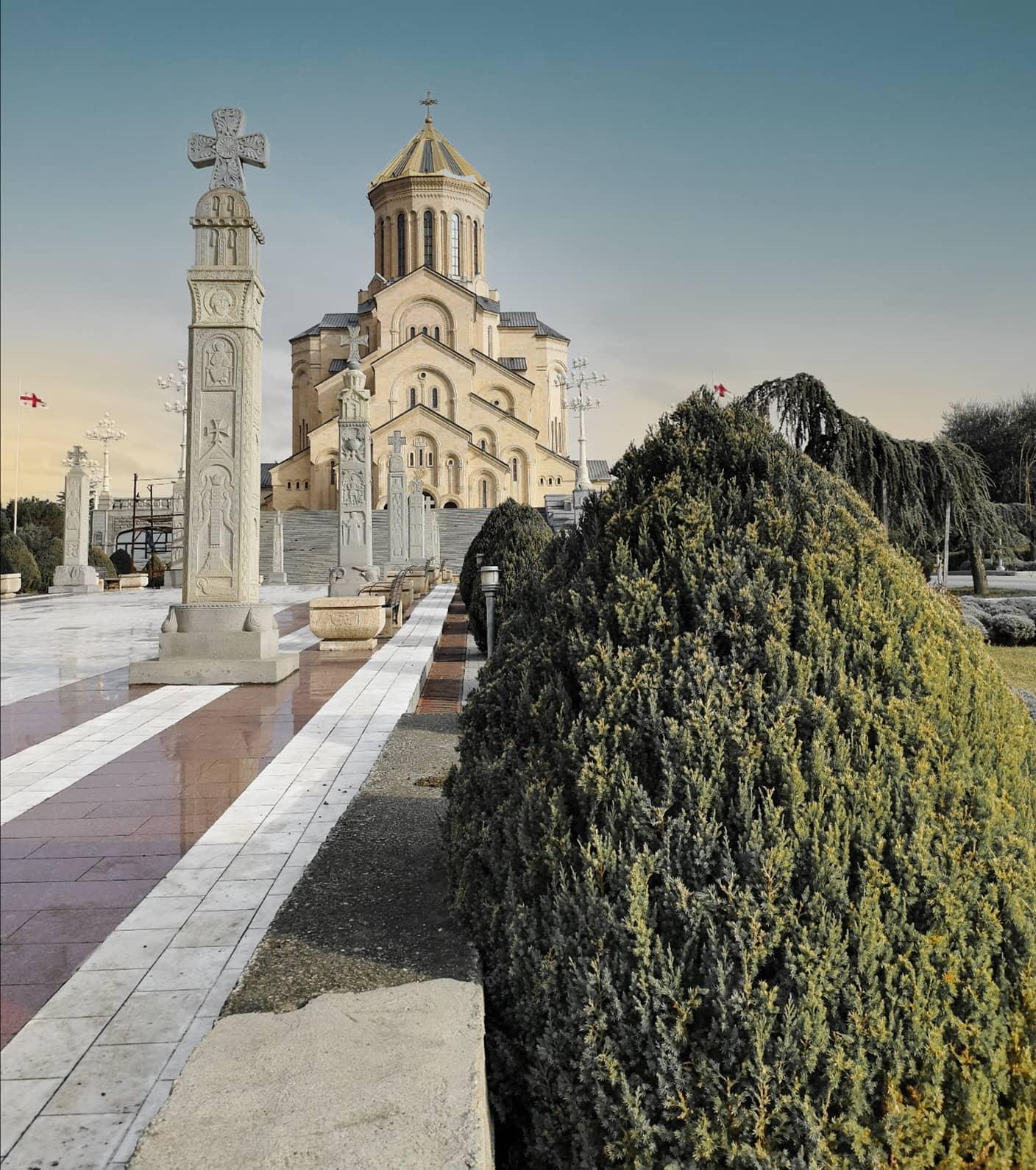 Definitiv einen Besuch Wert: die Sameba-Kathedrale in Tbilisi. …
