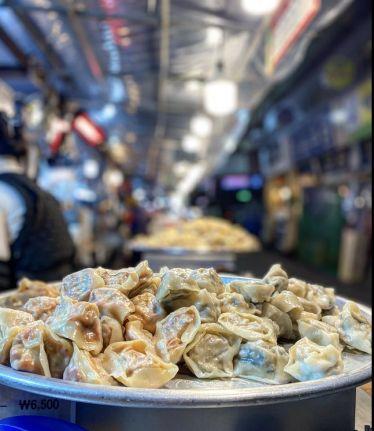 Mandu (=koreanische Teigtaschen) in Gwangjang Market, einer der größten…