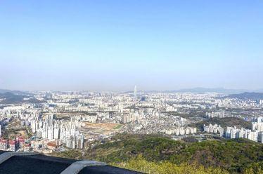 Panorama-Blick auf Seoul! #erlebees https://t.co/bmKDDpNarP