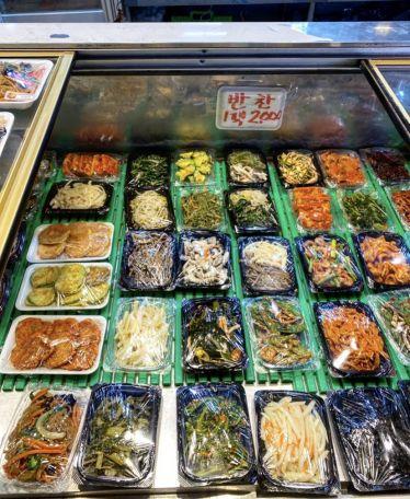Banchan [반찬=Nebenspeisen] sind ein wichtiger Bestandteil der koreanischen…