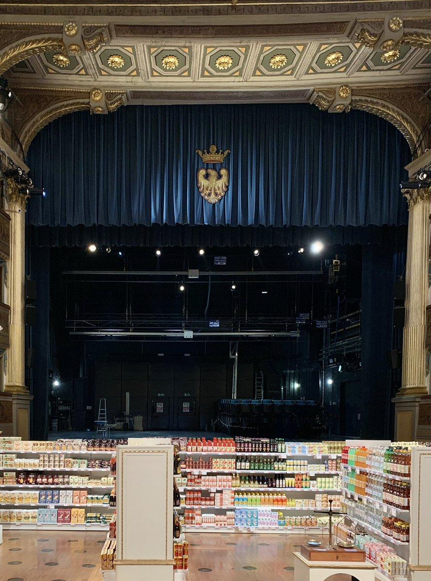 Ein #supermarkt in einem #theater? Diese Ausstellung dient zur Aufmerksamkeit…