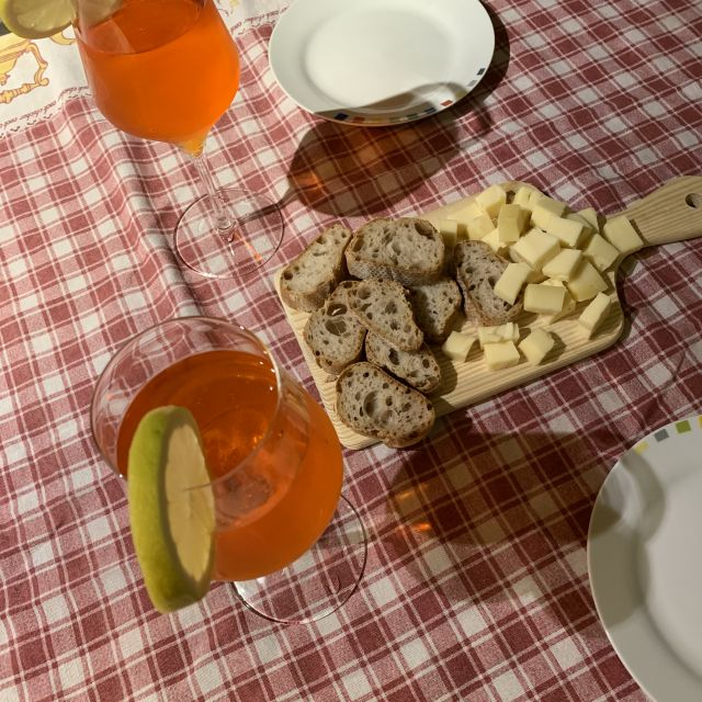 Brot, Käse und Aperol Spritz