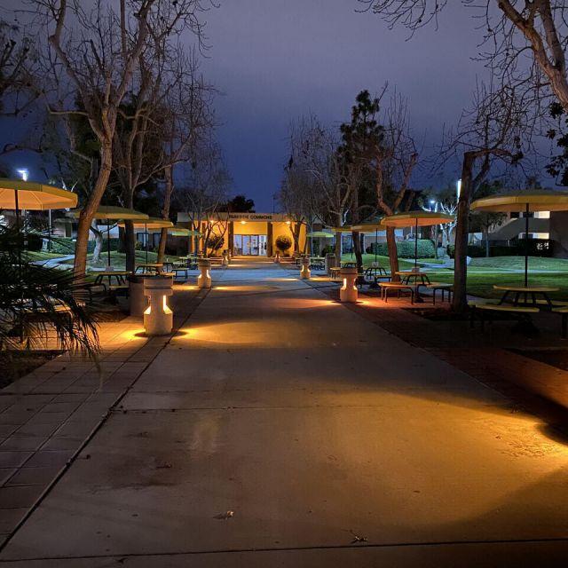 Bild von Campus, wo sich Studenten öfters treffen
