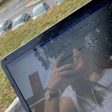 Laptop in der Sonne