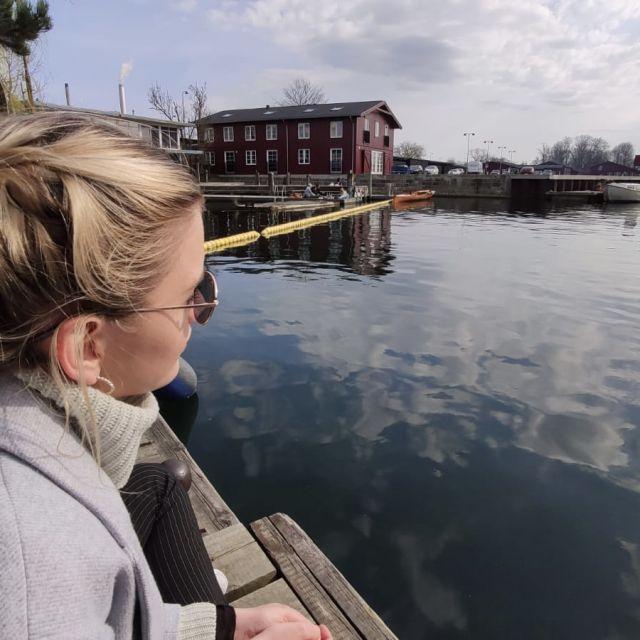Sarah am Wasser