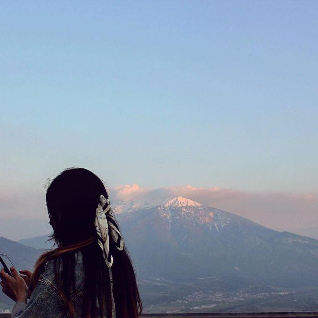 Mädchen in den Bergen