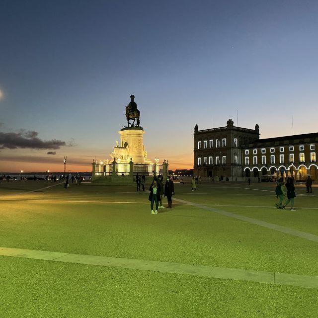 Der große Platz in Lissabon bei Sonnenuntergang.