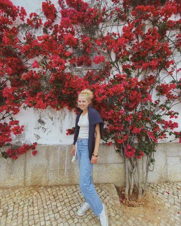 Ein letztes Foto aus Cascais vor den Rosen🌹 Weiter gehts nach Sintra. …