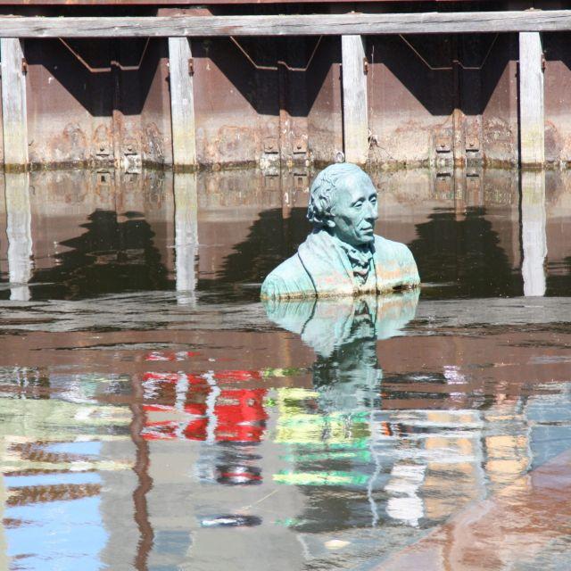 Hans Christian Andersen im Wasser in Odense