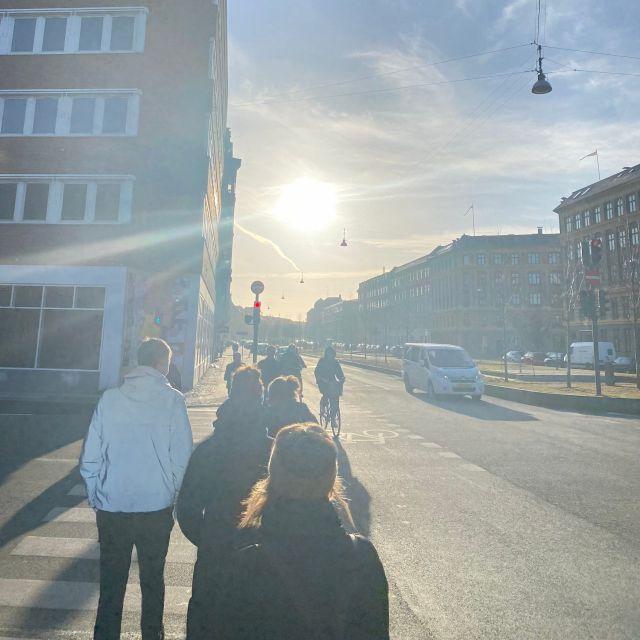 Straße in Kopenhagen mit Sonne