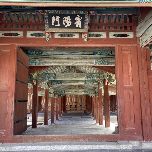 Changdeokgung Palast mit traditioneller koreanischer Architektur