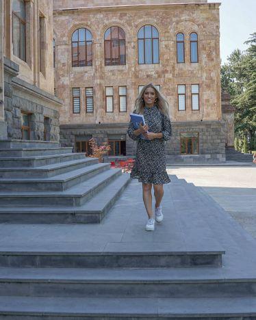 Bye bye Caucasus University! Die Abschlussprüfungen sind geschrieben und das…