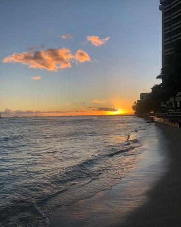 I appreciate these sunsets in honolulu 🌞 …