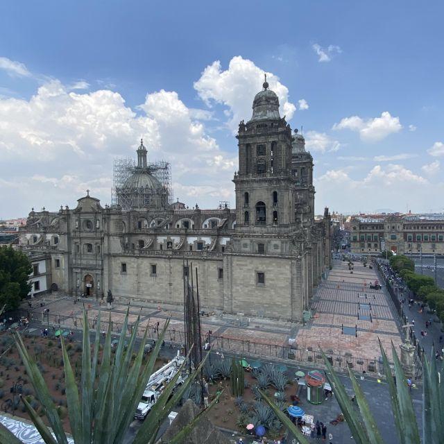 Blick von Terrasse auf die Kathedrale von Mexiko-Stadt