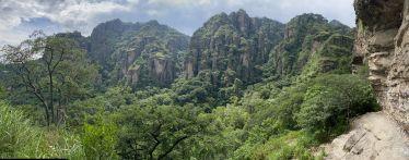 Natur von Tepoztlán, Ausblick auf die bewachsenen Felsen