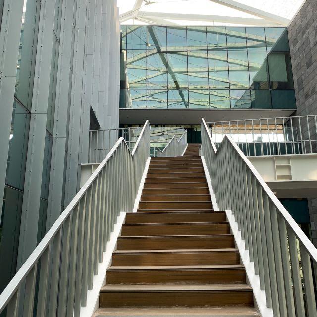Treppen im Bibliotheksgebäude