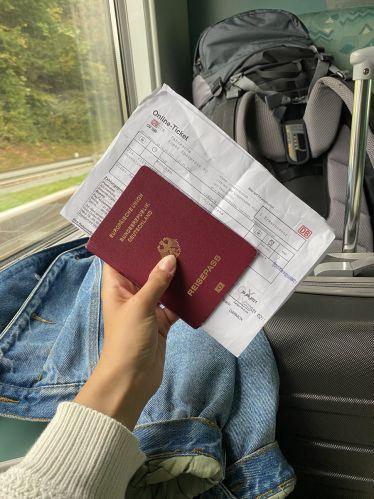 Jetzt geht's los! Mit dem Zug bin ich heute auf dem Weg in mein…