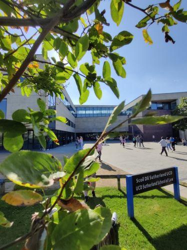 Wunderbarer Tag auf dem Campus @UCDLawSchool heute 🌤️ Gleich geht's in die…