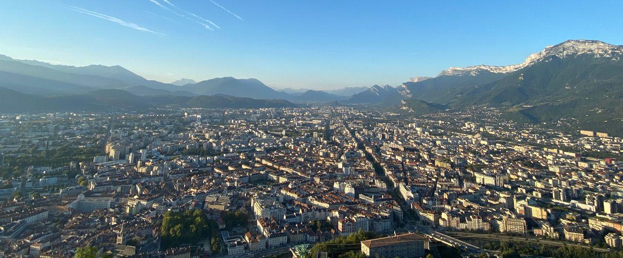 Panorama: Berge und Stadt von Grenoble