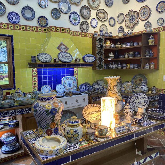Eine mit Talavera eingerichtete Küche.