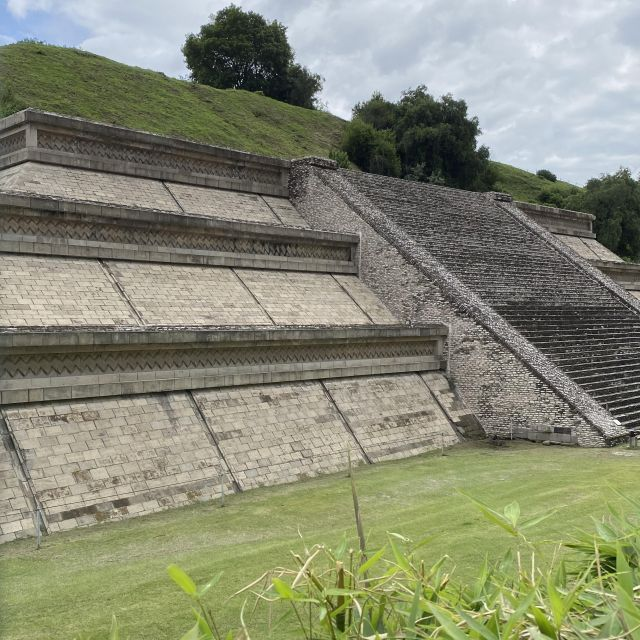"""Ein Teil der """"Gran Pirámide de Cholula"""" wurde nachgebaut, um diesen Teil für Besucher*innen zugänglich zu machen."""