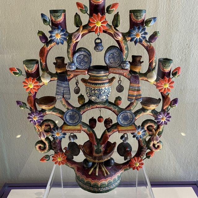 """Ein """"Arbol de la vida"""" aus Keramik."""
